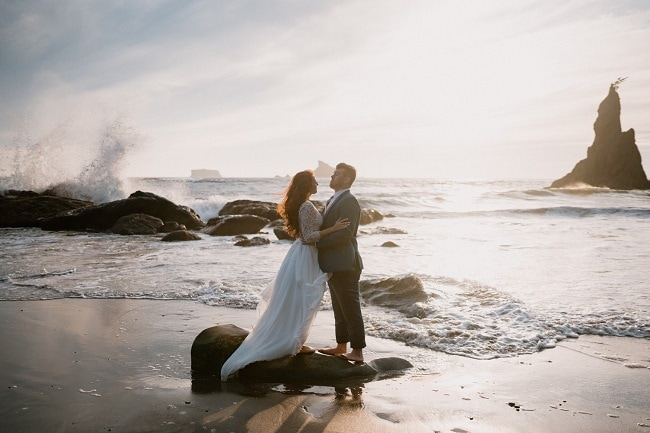 best-places-to-elope-in-washington-more-van-anything-olympic-peninsula-elopement-outdoor-adventure-destination-wedding-beach-coast