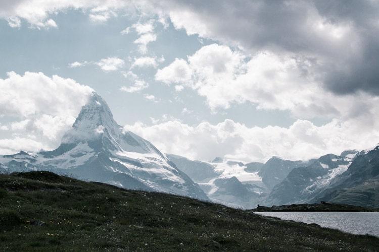best-places-unique-elope-in-switzerland-elopement-wedding-planner-coordinator-destination-intimate-small-adventure-mountain-wallis-nao-photographer