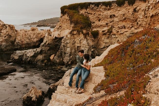 big-sur-california-coast-elopement-session-engagement-destination-micro-wedding-packages-elope-usa-intimate-beach-ceremony-cliffs-sea-love-sand