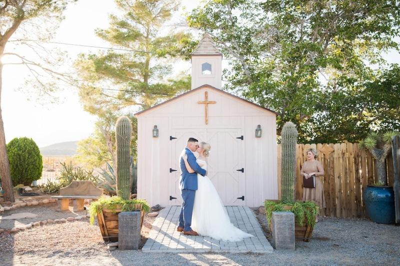 cactus-joes-nursery-cactus-collective-las-vegas-elope-destination-wedding-photographer-elopement-usa-nevada-micro-packages-planner