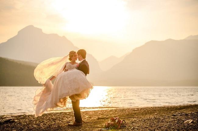 carrie-ann-montana-destination-elope-intimate-mountain-adventure-wild-Glacier-National-Park-elopement-wedding-photographer-lake-sun-point-beach