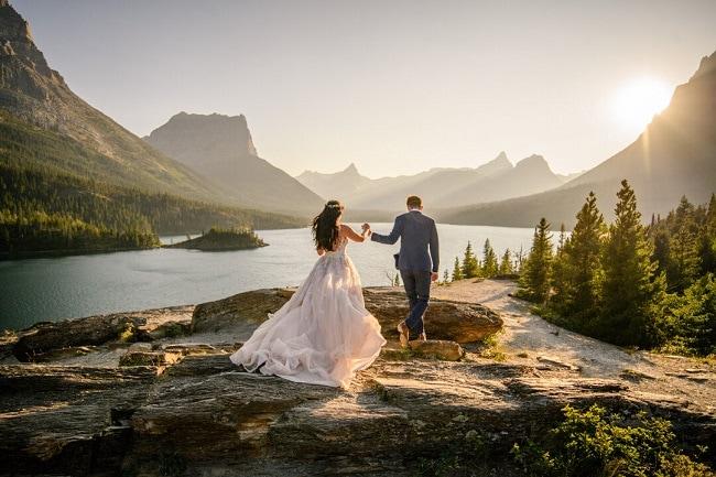 carrie-ann-montana-destination-elope-intimate-mountain-adventure-wild-Glacier-National-Park-elopement-wedding-photographer-sun-point-saint-mary-lake-love