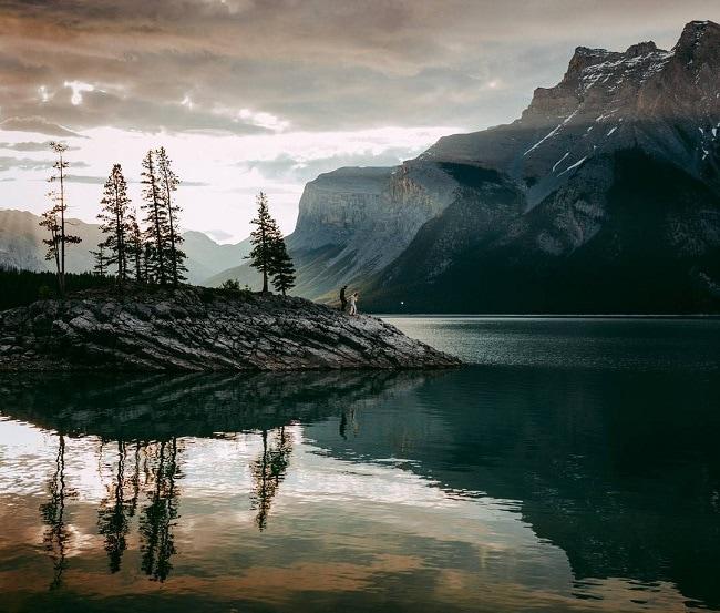 celestineaerdenweddings-lake-minnewanka-banff-national-park-elopement-destination-outdoor