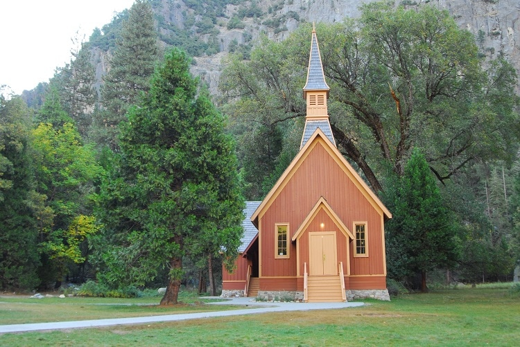 chris-boyer-yosemite-valley-chapel-elopement-wedding-photography-california-elope-adventure-destination-intimate-ceremony1