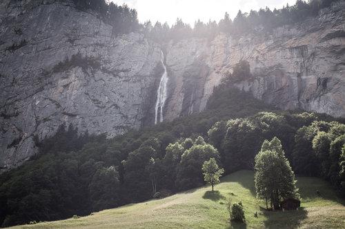 elope-in-switzerland-elopement-wedding-planner-coordinator-destination-intimate-small-adventure-mountain-bernese-isabel-nao-photographer-1