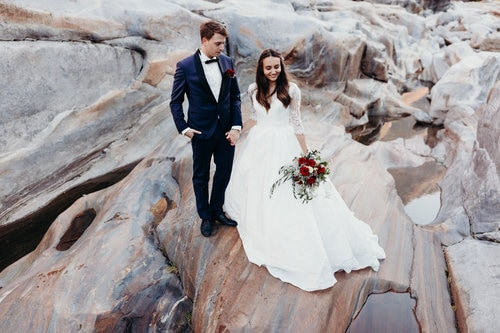 best-places-unique-elope-in-switzerland-elopement-wedding-planner-coordinator-destination-intimate-small-adventure-mountain-lucerne-nao-photographer