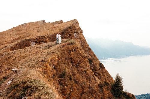 elope-in-switzerland-elopement-wedding-planner-coordinator-destination-intimate-small-adventure-mountain-vaud-isabel-nao-photographer