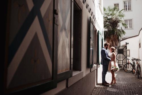 elope-in-switzerland-elopement-wedding-planner-coordinator-destination-intimate-small-adventure-mountain-zurich-nao-photographer