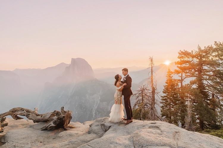 elopement-wedding-photographers-Rachel-Nielsen-yosemite-california-glacier-point-intimate-ceremony-elope-usa-adventure-packages-love