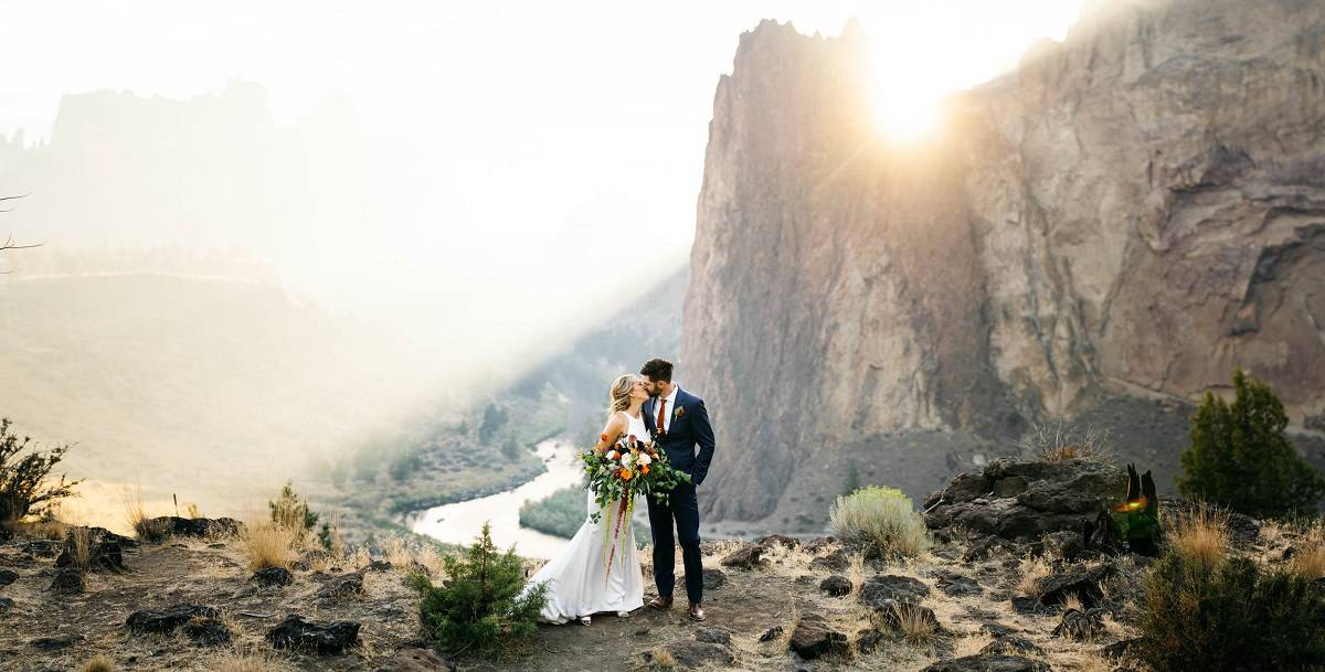ely-roberts-photograhy-oregon-bend-elopement-destination-wedding-packages-outdoor-small-intimate-ceremony-adventure-mountain-elope-usa-love-waterfall-sunset
