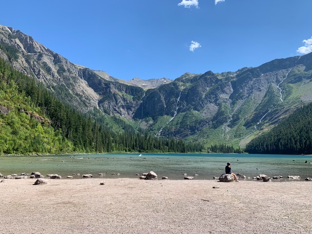 hannah-wallace-montana-destination-elope-intimate-small-mountain-adventure-Glacier-National-Park-elopement-wedding-photographer-avalanche-lake
