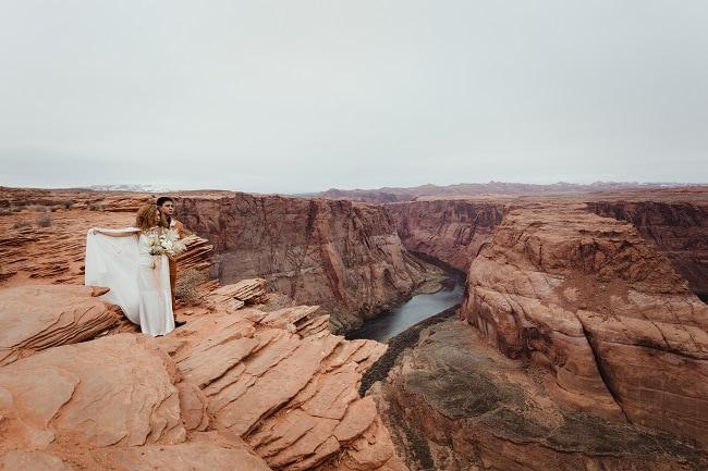 horseshoe-bend-page-red-rock-arizona-elopement-wedding-destinaton-photographer-intimate-adventure-usa-kristen-marie