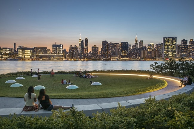 hunters-point-south-park-waterfront-best-places-to-elope-in-new-york-elopement-destination-wedding-big-apple-intimate-ceremony-small-outdoor-nyc1_1