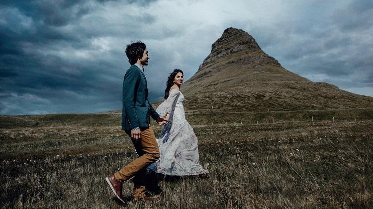 iceland-elopement-destination-wedding-photographer-videographer-adventure-elope-mountain-love-intimate-wild-europe-sea-coast-love-volcano