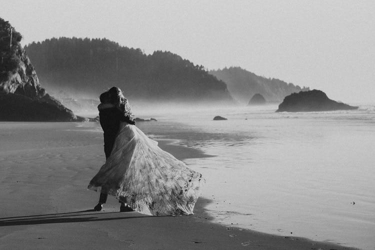 jaci10-berkopec-elopement-wedding-photographer-epic-sunset-golden-hour-oregon-manzanita-beach-sand-sea-coast-pnw-washington--maine-new-jersey-york