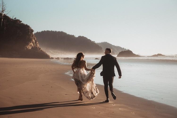 jaci12-berkopec-elopement-wedding-photographer-epic-sunset-golden-hour-oregon-manzanita-beach-sand-sea-coast-washington--pnw-maine-new-jersey-york