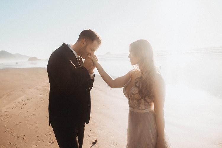 jaci22-berkopec-elopement-wedding-photographer-epic-sunset-golden-hour-oregon-manzanita-beach-sand-sea-coast-washington-pnw-maine-new-jersey-york