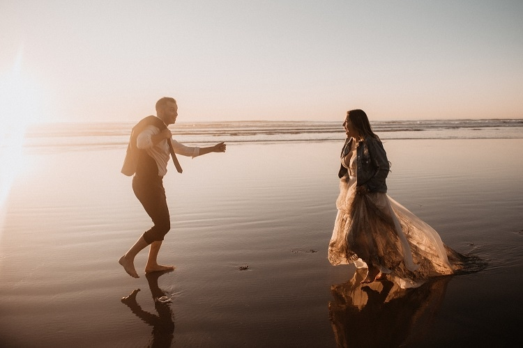 jaci7-berkopec-elopement-wedding-photographer-epic-sunset-golden-hour-oregon-manzanita-beach-sand-sea-sunset-coast-washington-maine-new-jersey-york (1)