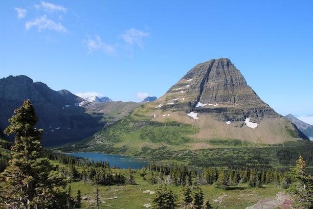 janne-simoes-montana-destination-elope-intimate-small-mountain-adventure-west-Glacier-National-Park-elopement-wedding-photographer-hidden-lake