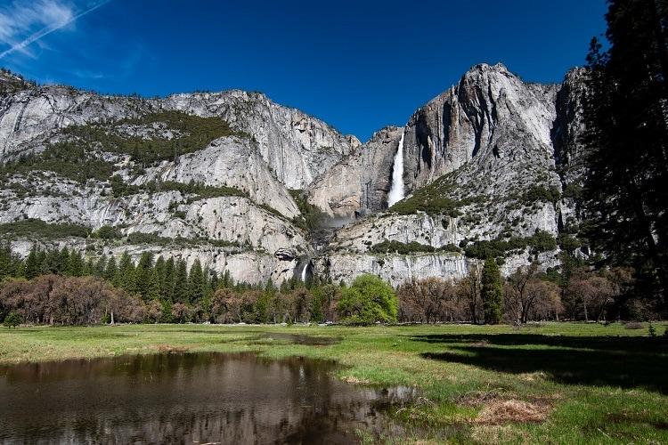 jeremy-lwanga-yosemite-falls-elopement-wedding-photography-california-elope-outdoor-adventure-destination-intimate-ceremony