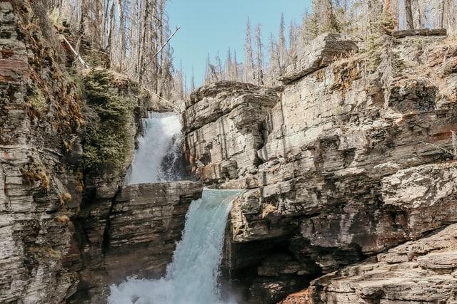 katie-quinn-montana-destination-elope-intimate-small-mountain-adventure-west-Glacier-National-Park-elopement-wedding-photographer-saint-mary-virginia-falls