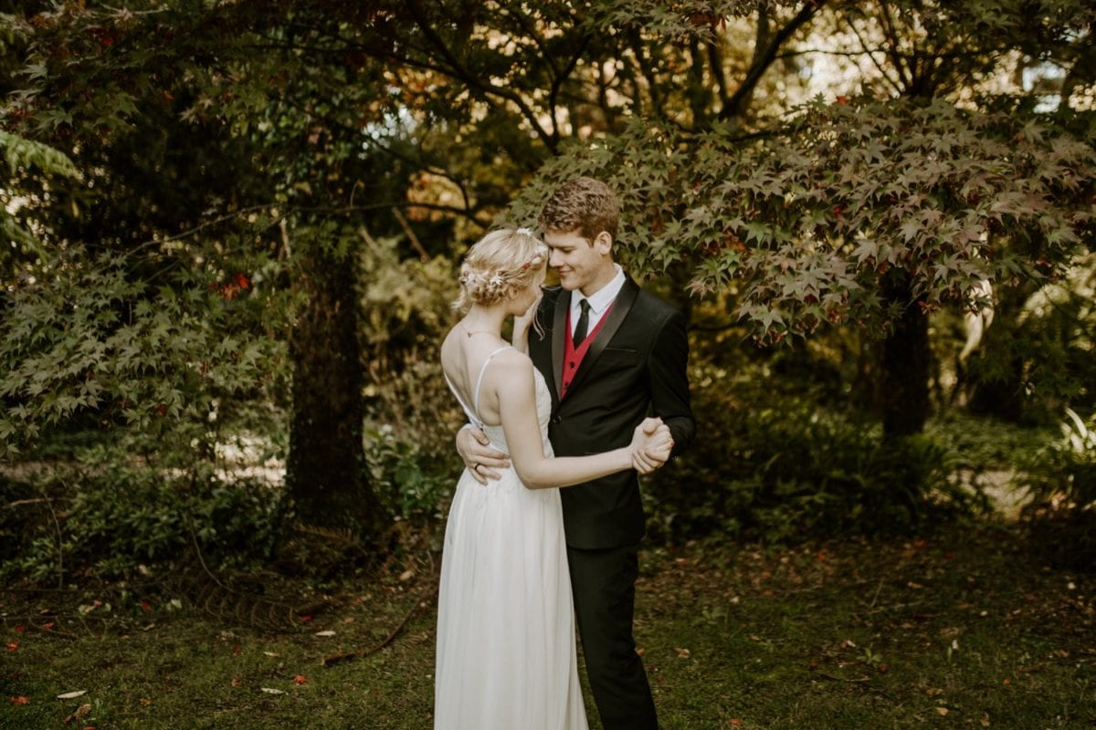 mt-wilson-blue-mountains-elopement-wedding-destination-packages-coronavirus-intimate-outdoor-autumn-fall-gardens-hayleyrafton-dance-elope-australia-sydney