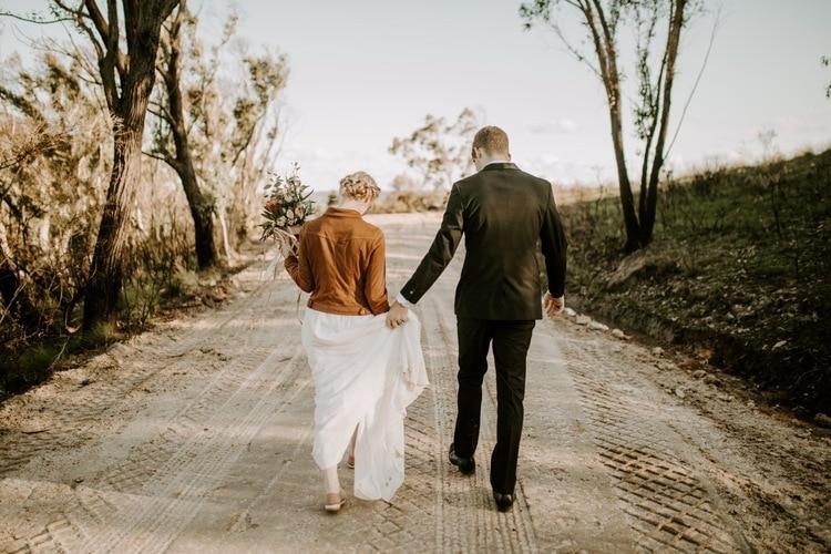 mt-wilson-blue-mountains-elopement-wedding-destination-packages-coronavirus-intimate-outdoor-autumn-fall-gardens-hayleyrafton-hike-elope-australia-sydney