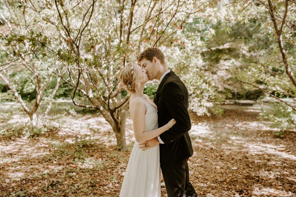 mt-wilson-blue-mountains-elopement-wedding-destination-packages-coronavirus-intimate-outdoor-autumn-fall-gardens-hayleyrafton-kiss-ceremony
