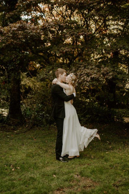 mt-wilson-blue-mountains-elopement-wedding-destination-packages-coronavirus-intimate-outdoor-autumn-fall-gardens-hayleyrafton-kissing-elope-australia-sydney