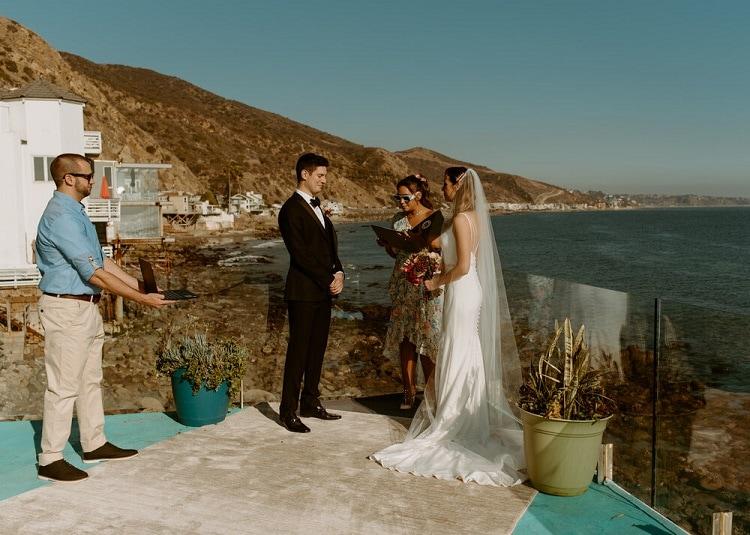nicole16-jamie-carrie-rogers-photography-malibu-intimate-beach-elopement-california-destination-wedding-coast-ceremony-airbnb