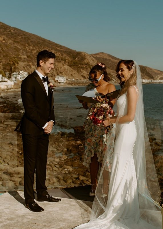 nicole18-jamie-carrie-rogers-photography-malibu-intimate-beach-elopement-california-destination-wedding-outdoor-coast-airbnb