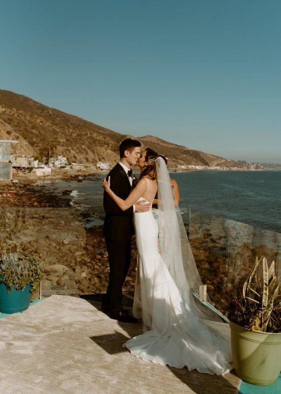 nicole21-jamie-carrie-rogers-photography-malibu-intimate-beach-elopement-california-destination-wedding-outdoor-coast-airbnb