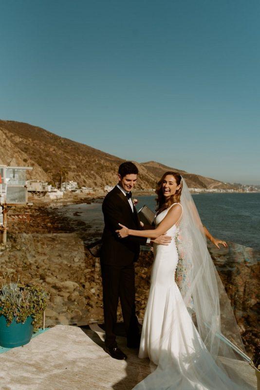 nicole22-jamie-carrie-rogers-photography-malibu-intimate-beach-elopement-california-destination-wedding-outdoor-coast-airbnb