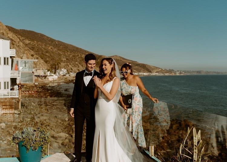 nicole23-jamie-carrie-rogers-photography-malibu-intimate-beach-elopement-california-destination-wedding-outdoor-coast-airbnb