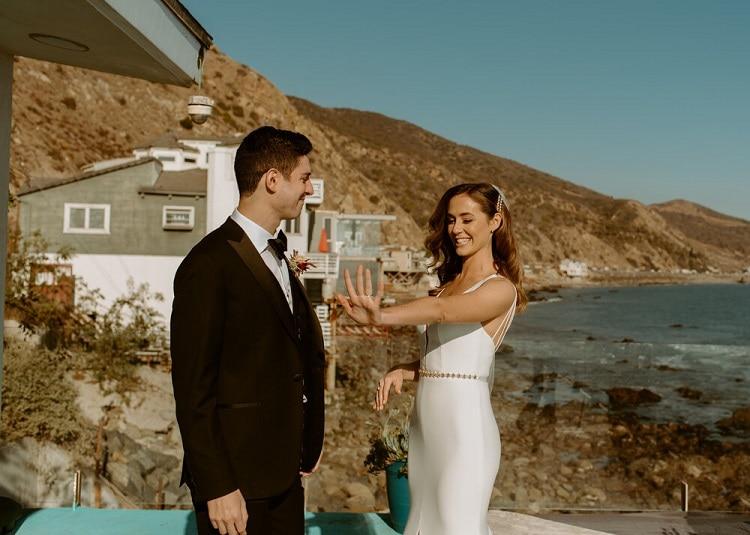 nicole28-jamie-carrie-rogers-photography-malibu-intimate-beach-elopement-california-destination-wedding-outdoor-coast-airbnb