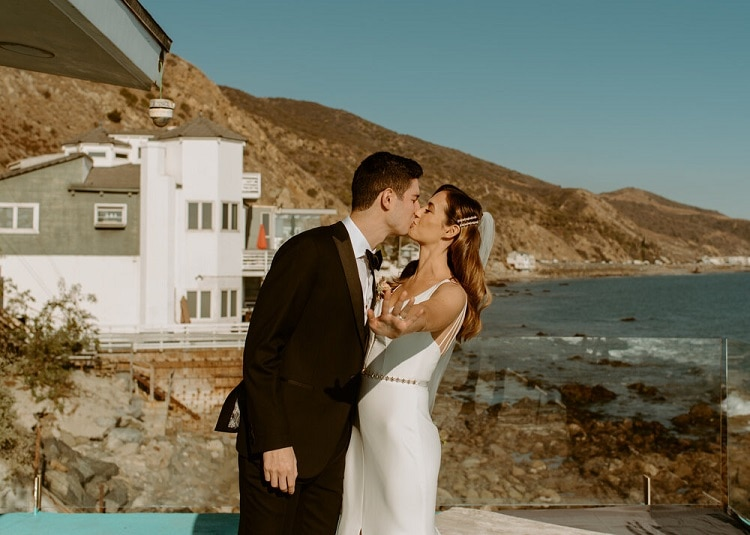 nicole29-jamie-carrie-rogers-photography-malibu-intimate-beach-elopement-california-destination-wedding-coast-ceremony-airbnb