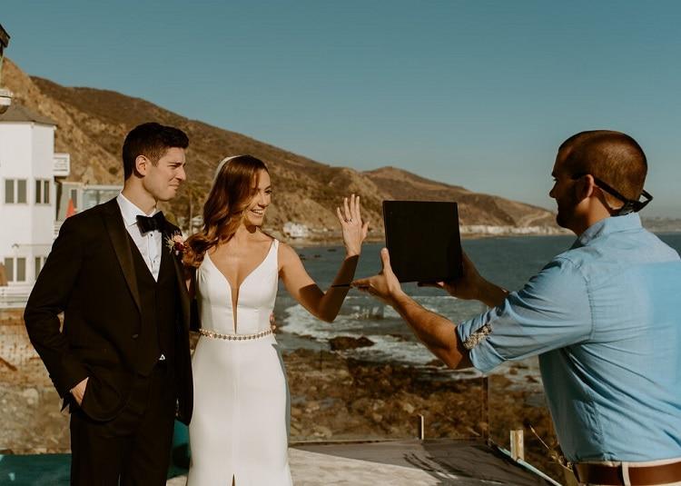 nicole30-jamie-carrie-rogers-photography-malibu-intimate-beach-elopement-california-destination-wedding-outdoor-coast-airbnb