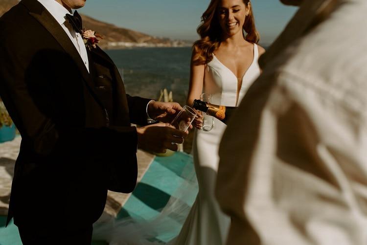 nicole32-jamie-carrie-rogers-photography-malibu-intimate-beach-elopement-california-destination-wedding-outdoor-coast-airbnb