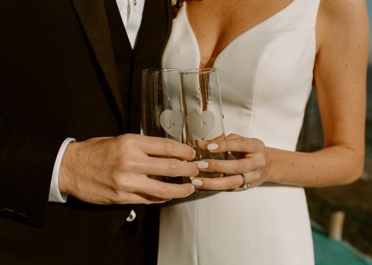 nicole33-jamie-carrie-rogers-photography-malibu-intimate-beach-elopement-california-destination-wedding-outdoor-coast-airbnb