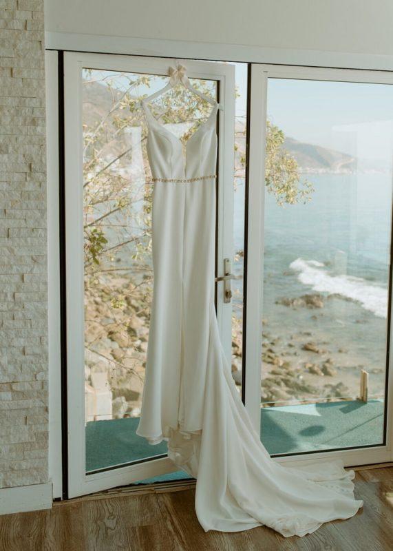nicole4-jamie-carrie-rogers-photography-malibu-intimate-beach-elopement-california-destination-wedding-outdoor-coast-ceremony-dress