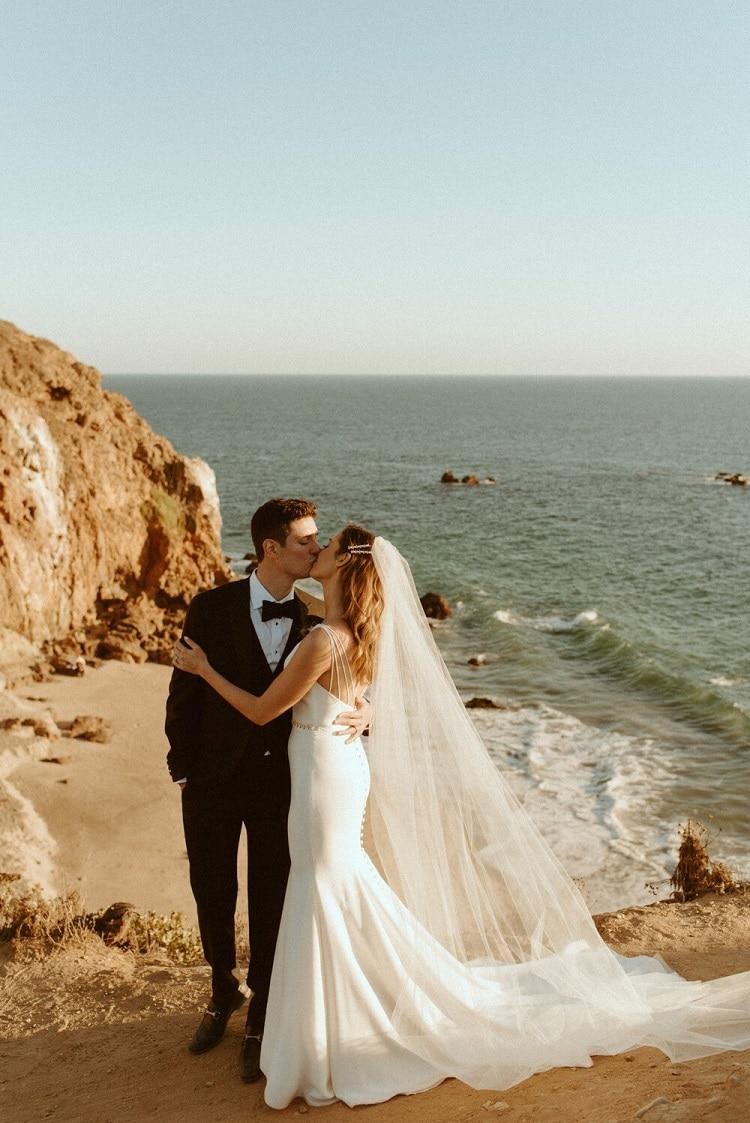 nicole41-jamie-carrie-rogers-photography-malibu-intimate-beach-elopement-california-destination-wedding-outdoor-ceremony-airbnb