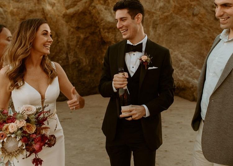 nicole49-jamie-carrie-rogers-photography-malibu-intimate-beach-elopement-california-destination-wedding-outdoor-coast-airbnb