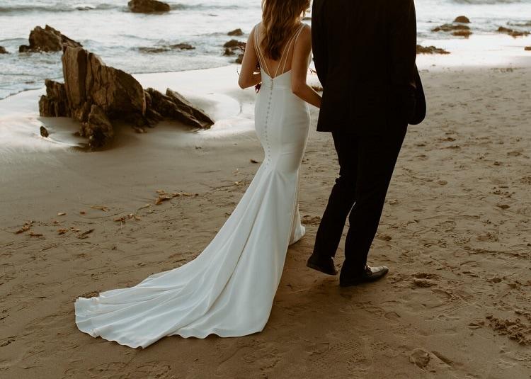 nicole51-jamie-carrie-rogers-photography-malibu-intimate-beach-elopement-california-destination-wedding-outdoor-coast-airbnb