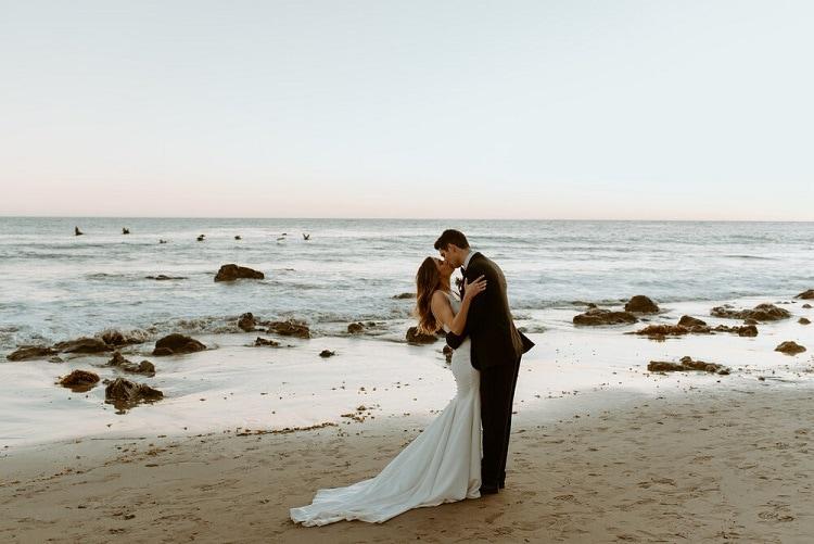 nicole52-jamie-carrie-rogers-photography-malibu-intimate-beach-elopement-california-destination-wedding-outdoor-coast-airbnb