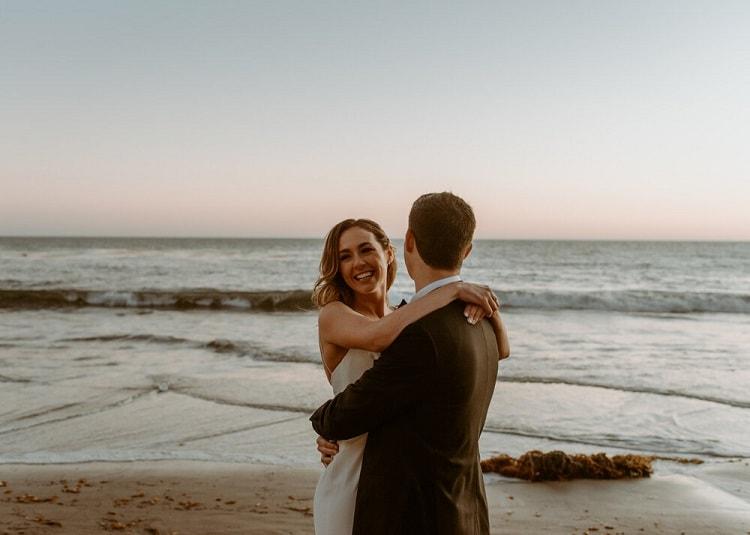 nicole53-jamie-carrie-rogers-photography-malibu-intimate-beach-elopement-california-destination-wedding-outdoor-coast-airbnb