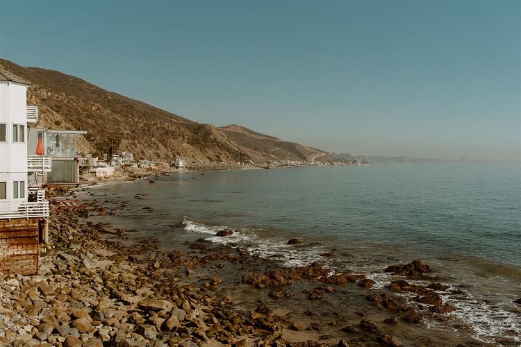 nicole74-jamie-carrie-rogers-photography-malibu-intimate-beach-elopement-california-destination-wedding-outdoor-coast-ceremony