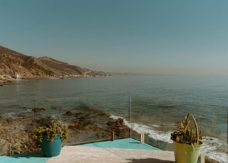 nicole75-jamie-carrie-rogers-photography-malibu-intimate-beach-elopement-california-destination-wedding-outdoor-coast-ceremony