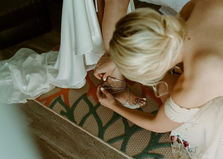 nicole8-jamie-carrie-rogers-photography-malibu-intimate-beach-elopement-california-destination-wedding-outdoor-coast-ceremony-makeup