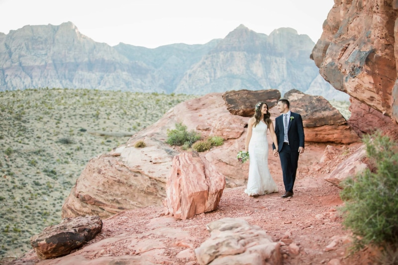 red-rock-canyon-cactus-collective-las-vegas-elope-destination-wedding-photographer-elopement-usa-nevada-micro-packages-planner