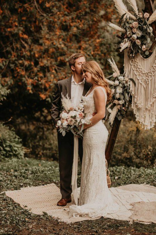sarah-martin-photo-autumn-elopement-inspiration-boho-outdoor-destination-wedding-elope-micro